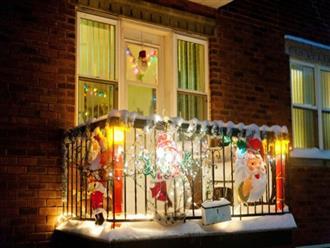 Những ý tưởng trang trí ban công dịp Giáng sinh cực đáng yêu cho mỗi gia đình