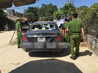 Nóng: Phát hiện ô tô Mercedes bí ẩn bị đập phá và vết máu trên xe bị bỏ bên đường