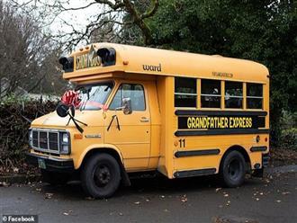 Ông nội mua xe buýt đưa đón 10 đứa cháu đi học