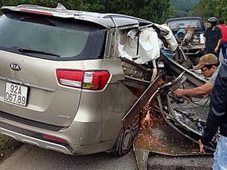 Ôtô tự gây tai nạn, 4 người thương vong