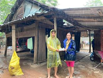 """Phát hiện xe cứu trợ bị lật, người đàn ông đưa tài xế đến bệnh viện, tặng tiền: """"Mình cũng đang đi hỗ trợ bà con vùng bão"""""""