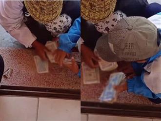 Rơi nước mắt cảnh người mẹ nghèo đếm từng đồng bạc lẻ để mua điện thoại cũ cho con