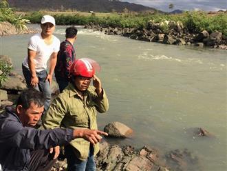 Rủ nhau tắm sông, 3 học sinh bị nước cuốn mất tích