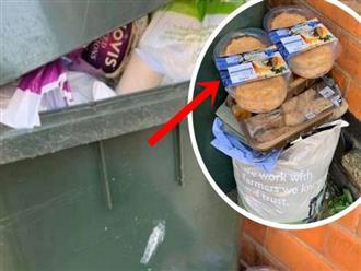 """Sau """"cơn bão"""" tích trữ thực phẩm vì Covid-19, thùng rác trên phố xuất hiện những thứ khiến nhiều người phải giật mình tự nhìn lại bản thân"""