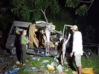 Tai nạn kinh hoàng giữa ô tô khách 16 chỗ và xe tải lúc rạng sáng, 8 người tử vong