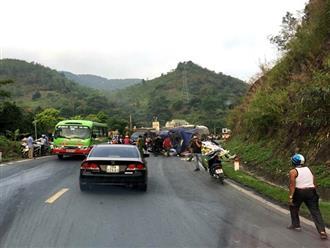 """Tai nạn ở dốc """"tử thần"""" Hòa Bình, 23 người thương vong"""