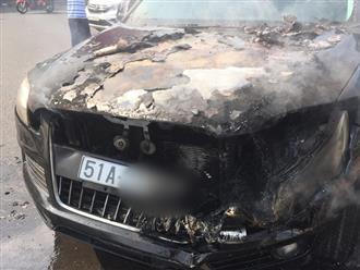 TP.HCM: Đi chúc Tết sáng Mồng 1, tài xế hoảng hồn tung cửa thoát thân vì ô tô bốc cháy ngùn ngụt