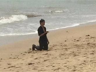 Thanh niên ngáo đá chạy ra biển cầm dao định tự sát