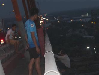 Cảnh sát giải cứu thanh niên ngáo đá đòi nhảy cầu Rạch Miễu