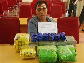 Thầy giáo mang theo súng ngắn vận chuyển 20 bánh heroin, 7kg ma túy đá, 12.000 viên ma túy