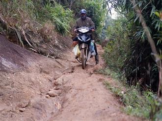 Cảm động câu chuyện thầy giáo mỗi tuần vượt 200km từ đồng bằng lên núi cao để dạy chữ