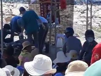 Thi thể thanh niên 17 tuổi bị cột chân vào khối bê tông dưới cảng biển