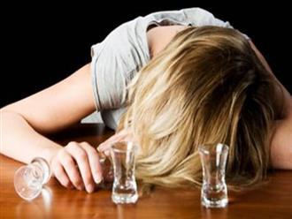 Thiếu nữ bị nhóm bạn chuốc rượu say, rồi đưa vào nhà nghỉ…