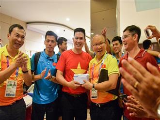 Đội tuyển Việt Nam nhận thưởng nóng 25.000 USD ngay tại khách sạn
