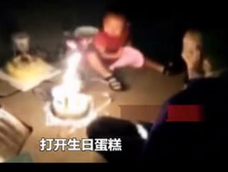 Tiệc sinh nhật của bé 2 tuổi bên ngoài đám cháy khiến nhiều người cảm động