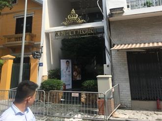 Tiệm thẩm mỹ viện ở Hà Nội bốc cháy, gần 20 người vội vã tháo chạy ra ngoài