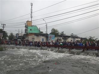 TP.HCM: Nam thanh niên bị nước cuốn trôi mất tích khi đi làm về trong mưa bão