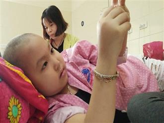 """Bé gái 7 tuổi bị ung thư hạch di căn, người mẹ xót xa nghe con hỏi: """"Tóc con cắt hết rồi, con sắp chết phải không mẹ?"""""""