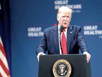 Tổng thống Donald Trump sẽ không yêu cầu người Mỹ đeo khẩu trang chống COVID-19