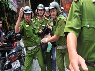Bình Dương: Người đàn ông gây tai nạn còn tông xe vào Công an để tẩu thoát