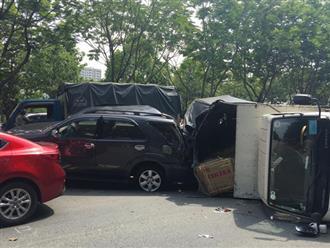 TP.HCM: 4 ô tô tông nhau trên đại lộ, 2 cháu nhỏ thoát chết nhờ đổi chỗ