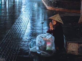 Trào nước mắt với hình ảnh dòng người mưu sinh trong mưa bão: 'Mong sao kiếp người có thể bớt đi những mối lo'