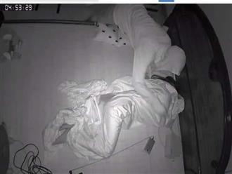Trộm vào tận giường lục lọi đồ đạc như chốn không người, bị phát hiện liền nhảy từ ban công xuống đất để tẩu thoát