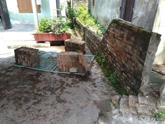 Trụ cổng đổ làm cháu bé 8 tuổi tử vong
