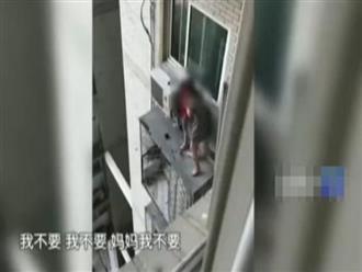 Trung Quốc: Chồng quỳ xin lỗi vì ngoại tình, vợ ôm con định nhảy lầu khiến cảnh sát phải bao vây