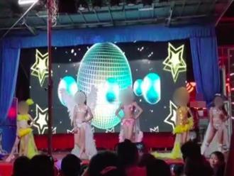 Trường mầm non cho các bé gái mặc bikini sexy biểu diễn khiến phụ huynh bức xúc