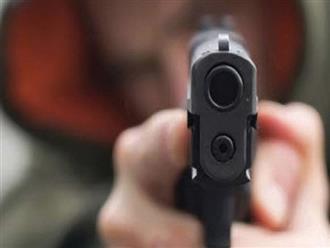 TP.HCM: Nam thanh niên uống thuốc sâu tự tử sau khi nổ súng bắn người, rút dao đâm trọng thương bạn gái
