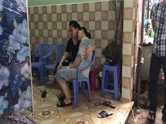 Hai vợ chồng thương vong vì vướng vào dây điện trên đường: Vợ ôm con nhỏ chỉ mới 7 tháng tuổi khóc ngất trong đám tang