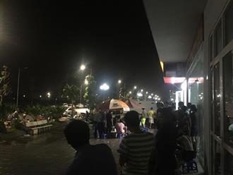 Vụ người mẹ nghi thắt cổ con và cháu ở Hà Nội: Nghe bà ấy hét 'tôi giết con rồi', mọi người vội lên phòng kiểm tra thì thấy cảnh rùng mình