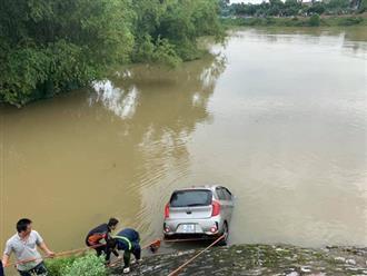 Vụ taxi cùng 3 người rơi xuống sông trong đêm: Tìm thấy thi thể tài xế