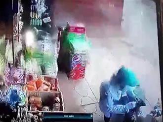Vụ thùng container văng xuống đường khiến 2 vợ chồng thương vong: Hé lộ khoảnh khắc kinh hoàng sau tai nạn