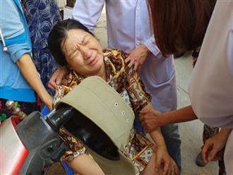 Vừa sinh con 2 ngày, mẹ đau đớn nằm băng ca về nhìn mặt con trai đầu tử nạn vì bị cây đè trúng ở sân trường