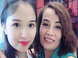 """Sau đám cưới, cô dâu 62 tuổi đi Hà Nội để """"tân trang"""" lông mày và xăm tên hai vợ chồng lên cơ thể"""