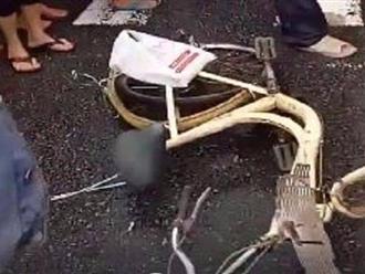 Huế: Xe tải chở dăm gỗ tông xe đạp điện, bé gái 11 tuổi tử vong thương tâm