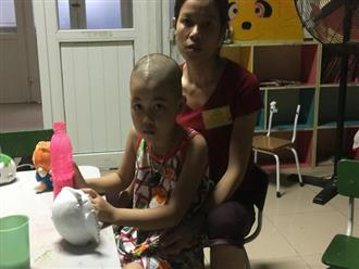 Xót thương bé gái ung thư cứ ngỡ 'bố đi công tác trên trời'