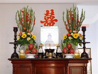 Bàn thờ ngày tết nên cắm hoa gì để tài lộc ùn ùn vào nhà?