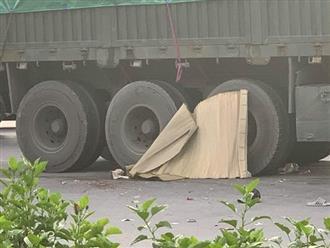 Container va chạm với xe máy khiến 2 cháu nhỏ tử vong, bố bị thương nặng, tài xế rời khỏi hiện trường