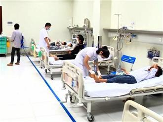 Lào Cai: Gần 20 em học sinh ngộ độc nhập viện cấp cứu, một em tử vong do ăn quả Hồng Châu