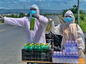 Cặp vợ chồng Phú Yên bán nhẫn để mua xăng tặng cho người dân về quê, bị gia đình chòm xóm 'từ mặt' vì sợ dịch bệnh