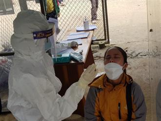 Quảng Nam: 1 trường bán trú ở Nam Trà My có 159 học sinh test nhanh dương tính Covid-19, khó khăn hơn khi sạt lở đất lại bủa vây