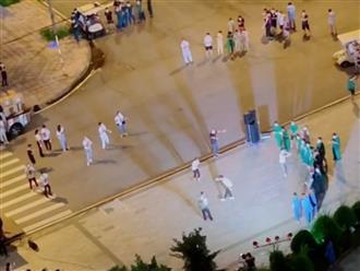 'Show diễn' độc nhất tại Bệnh viện dã chiến để cổ vũ tinh thần chống dịch của lực lượng y tế tuyến đầu và bệnh nhân