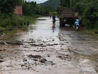Thương tâm: Trên đường đến trường, một học sinh ở Yên Bái bị lũ cuốn trôi