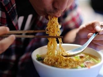 Ăn mì ăn liền nhiều có bị khó tiêu không?