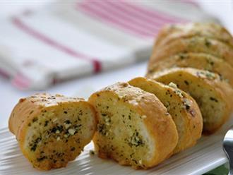 Giòn tan thơm phức món bánh mỳ bơ tỏi truyền thống