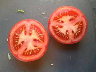 Nếu bạn vẫn loay hoay không biết nên bảo quản cà chua dùng dở dang thế nào thì đây là bí quyết
