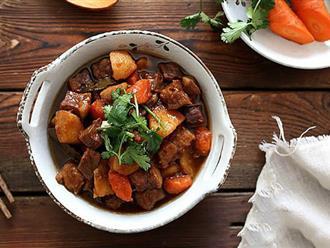 Bữa cơm gia đình ngày đông mà có món bò kho thơm nức, đậm đà thì còn gì bằng!